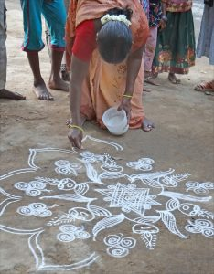 Kolam devant un temple rural Ganesh Patteeswaram Inde by dalbera is licensed under CC BY 2.0. 234x300 - Virgo Full Moon: devotion